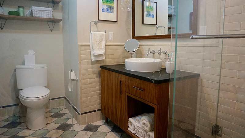 Arto used in a quaint small bathroom.